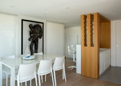 Officine Architetti Napoli_Violetta House_particolare bottigliera rovere