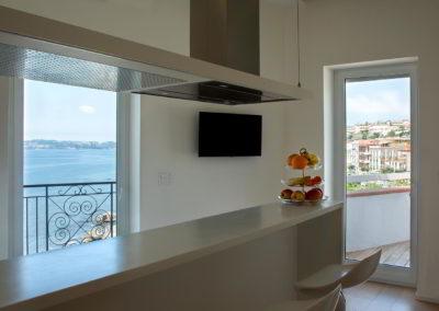 Officine Architetti Napoli_Violetta House_vista mare cucina