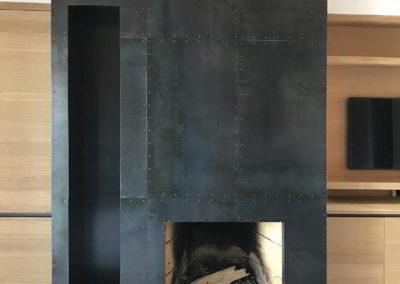 Officine Architetti Napoli_camino in ferro bullonato