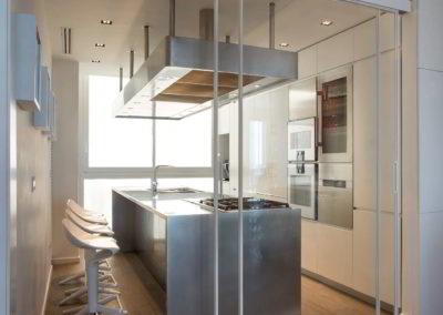 Particolare parete vetro e cucina