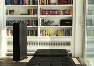 libreria e sedute