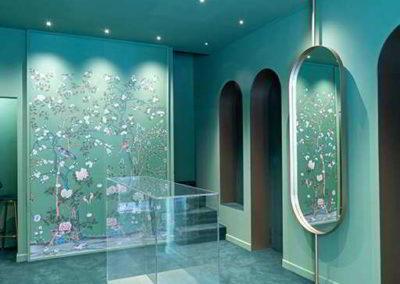 Officine Architetti_Particolare teca centrale e specchio in otton