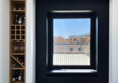 Officine Architetti Napoli_Dolly 90_bottigliera e finestra